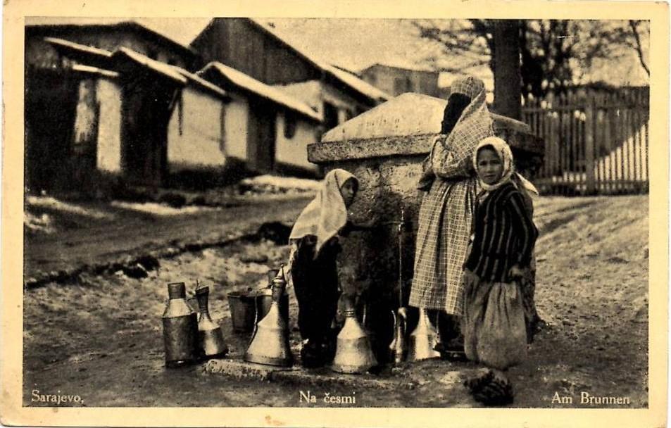 Sarajevo, muslimanka na česmi.