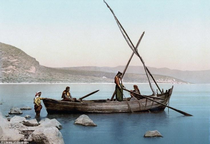 Grupa ribara na obalama Galilejskog jezera otprilike ca. 1900.