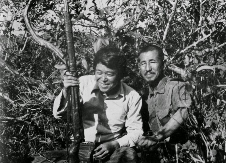 Hiro Onoda i Norio Suzuki nakon što su se upoznali na otoku Labung 1974. godine