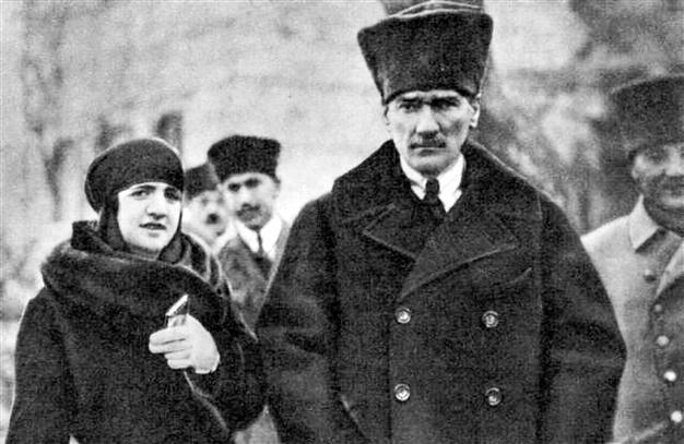 Mustafa Kemal i Latife Uşşaki.