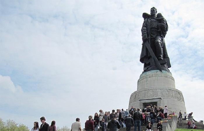 Skulptura ruskog vojnika u Treptower parku