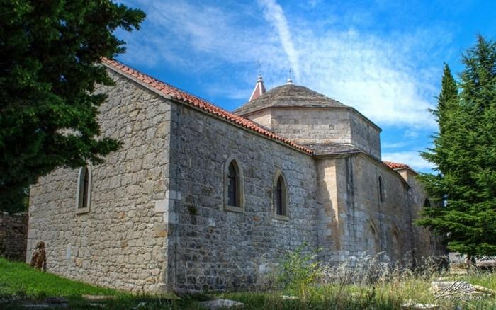 Negdašnja džamija u Drnišu, danas crkva sv.Ante.
