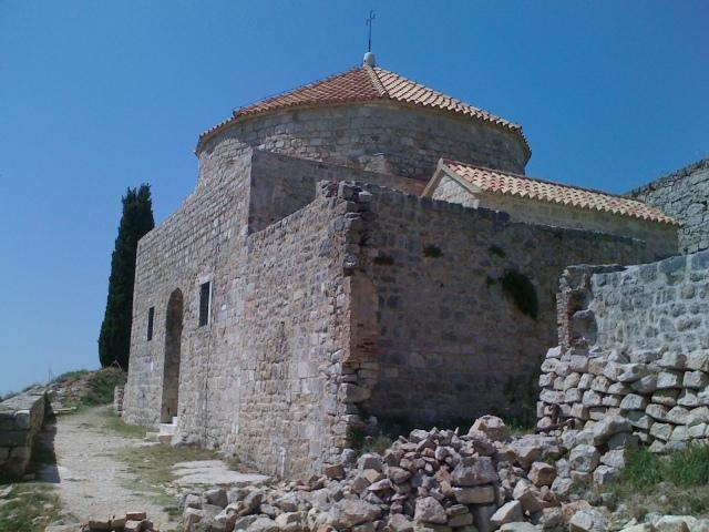 Prvotno crkva, pa džamija, pa ponovo crkva sv.Vida (Klis).