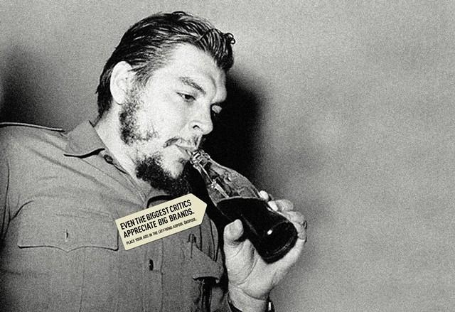 """Che Guevara ispija """"kapitalističko piće"""" - Coca Cola"""